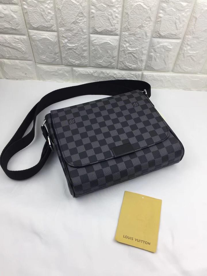 Damier messenger bag