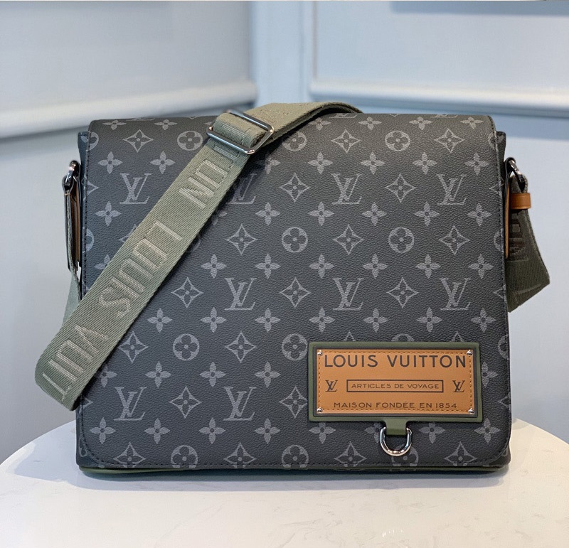 Louis Vuitton District MM Monogram Eclipse Canvas M44001 M40239